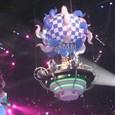 気球で登場